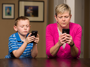 mother-son-cell-phone